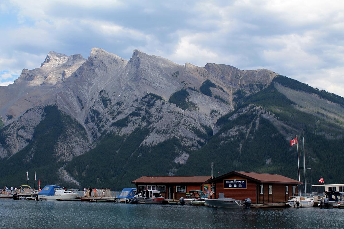 lake minnewanka banff national park canada